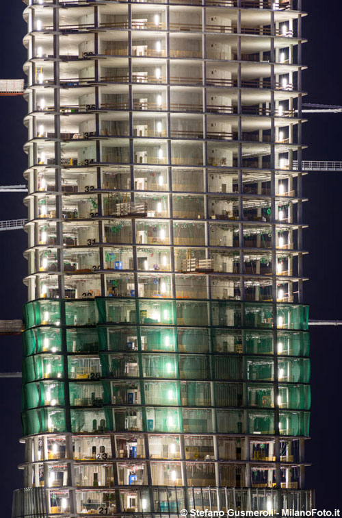 Generali-Tower-Redesco_Construction-at-night.jpg